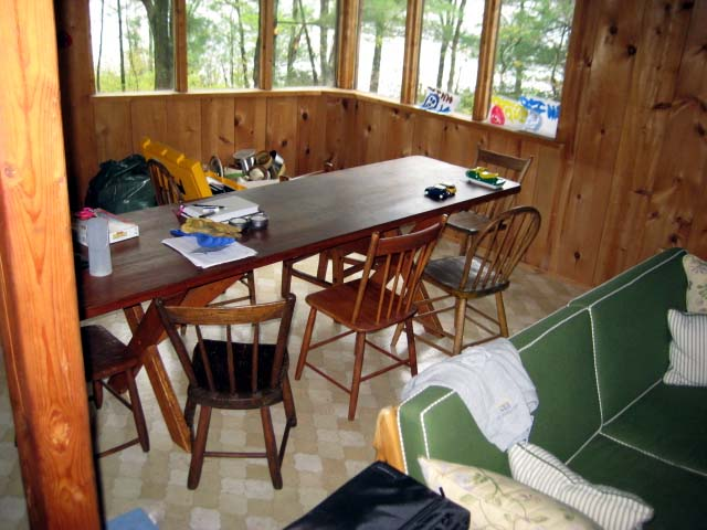 cabin-dining-room