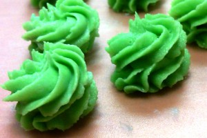 Green buttercream rosettes