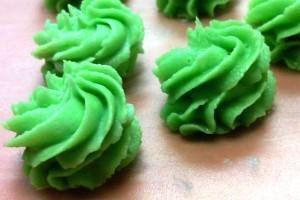 Green buttercream rosettes