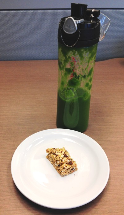 Green smoothie and a glo bar